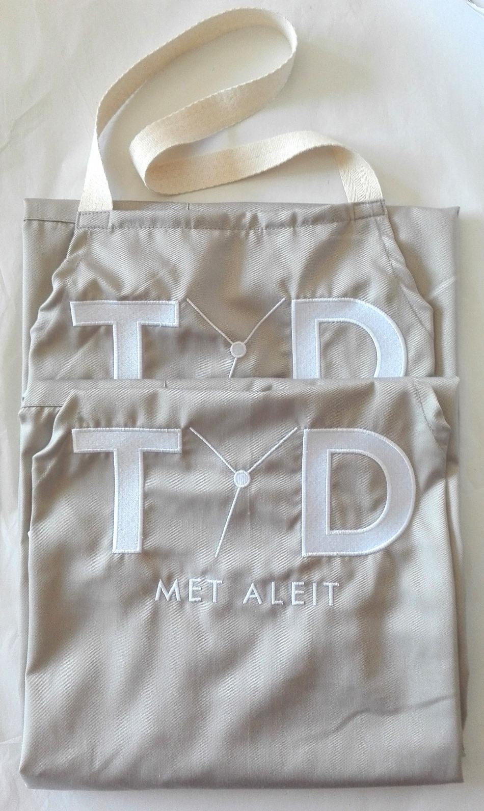 White apron cape town - La2452 Standard Bib Apron 76cm Adjustable Neck Strap Patch Pocket With Centre Divide Choice Of Patch Pocket A Or Towel Loop Pocket B